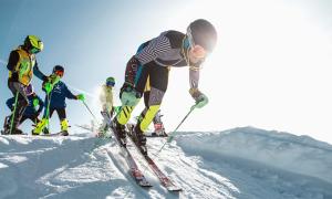 sci partenza gara neve slalom